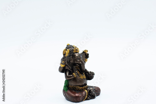 Photo  An ornate statue of ganesh / ganesha statue on an isolated white background