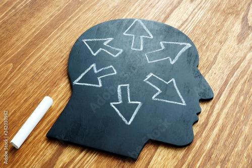 Fotografía Emotional intelligence. Head shape and arrows. Extrovert concept.