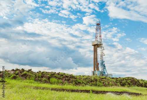 Fotografia  Drilling rig in oil field for drilled into subsurface in order to produced crude