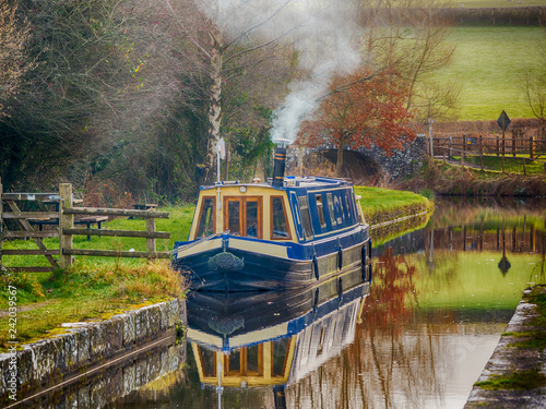 Canal Boat on Brecon and Monmouthshire Canal. Fotobehang