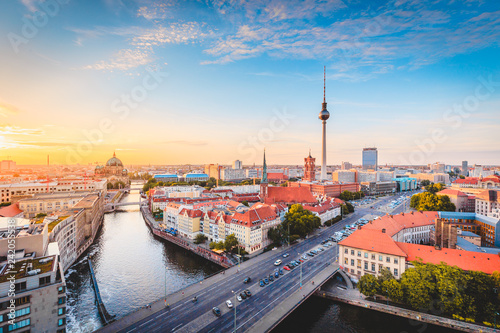 Tuinposter Centraal Europa Berlin skyline with Spree river at sunset, Germany