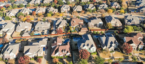 Valokuva  Panorama view aerial view new development neighborhood in Cedar Hill, Texas, USA in morning fall with colorful leaves