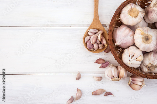 Photo Close up group of a garlic on white wooden table board , top view or overhead sh