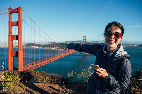 Fotomural Golden gate bridge asian girl sightseeing