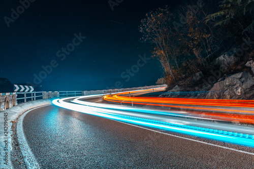 Photographie  light painting fast cars drive on mountains road, Nago, Italy