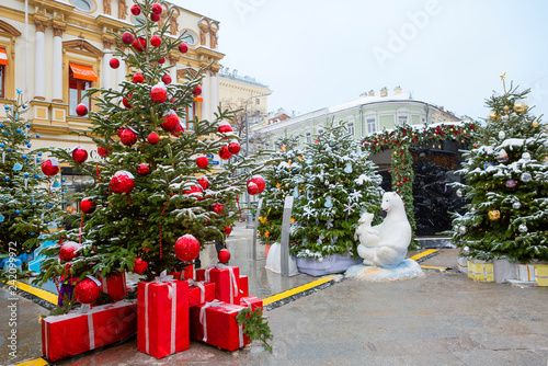 Foto op Aluminium Aziatische Plekken Moscow, Russia New Year on Kuznetsky most street. Kuznetsky Most street in the new year holidays was decorated with designer Christmas trees.