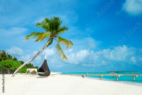 Poster Tropical plage tropical Maldives island with white sandy beach and sea