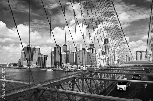Poster Amerikaanse Plekken New York skyline, view from Brooklyn bridge, black an white photography
