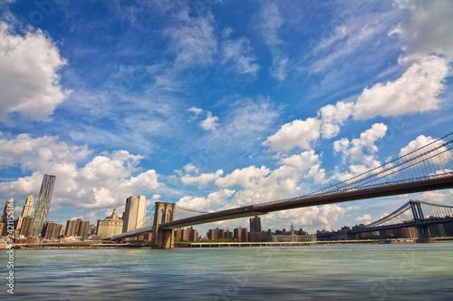 Deurstickers Amerikaanse Plekken Brooklyn bridge, Hudson river and the island of Manhattan, New York skyline, USA
