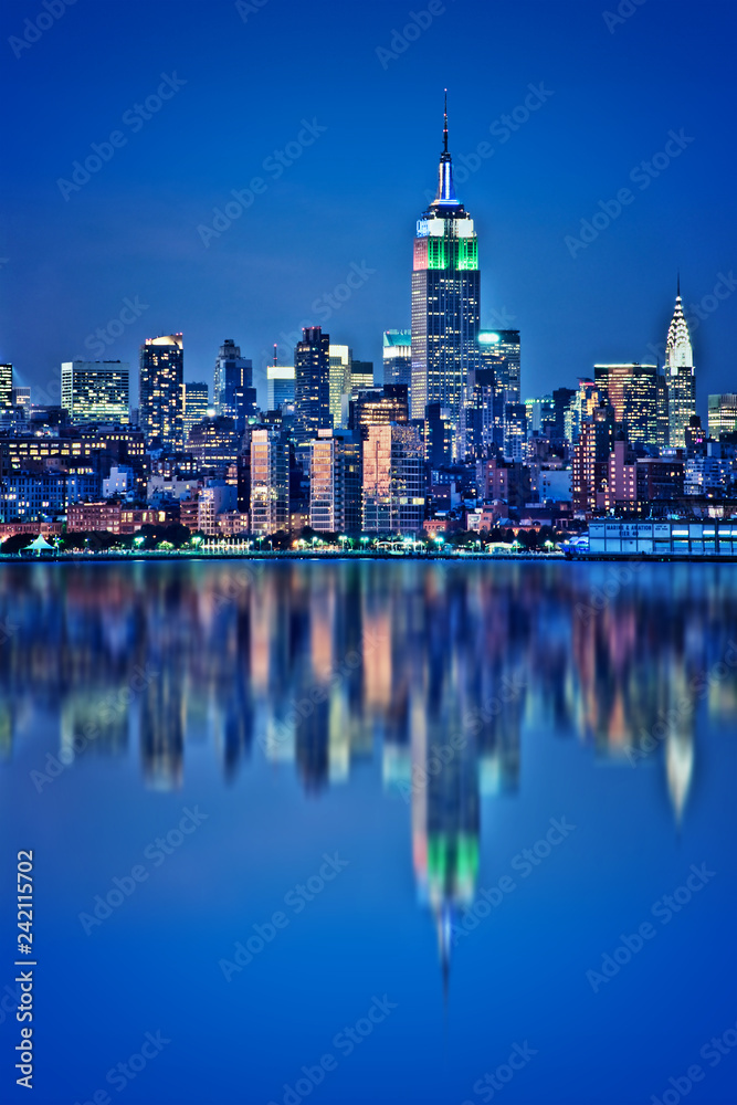Fototapety, obrazy: New York skyline with water reflections  at night