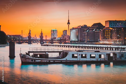 Tuinposter Centraal Europa Berlin skyline with old ship wreck in Spree river at sunset, Germany