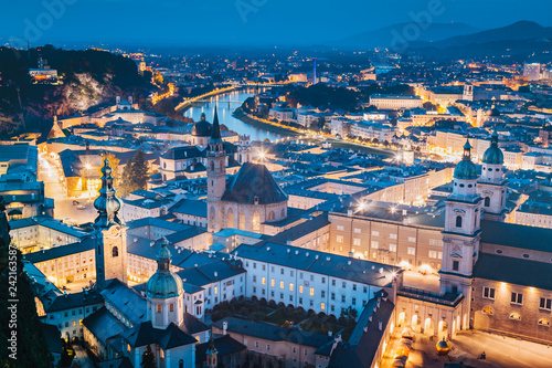Tuinposter Centraal Europa Historic city of Salzburg at twilight, Austria