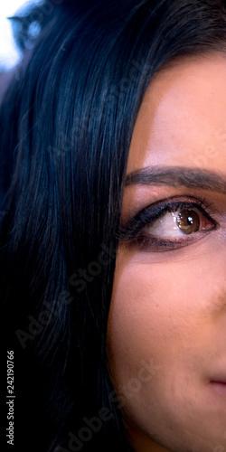 Fotografía  Half the face of the girl, black eyes and black hair