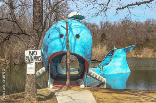 Photo  Blue Whale - Free roadside attraction along Route 66 in Oklahoma - used to be lo