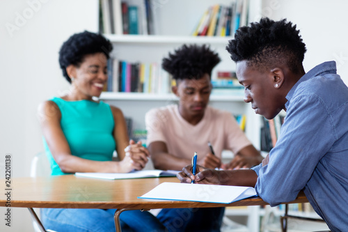 Valokuva Female teacher learning with african american students