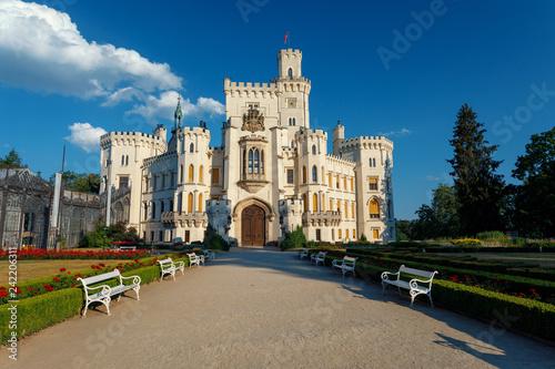 Fotografía  front view of beautiful white renaissance state castle castle Hluboka nad Vltavo