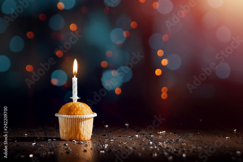 Photo  Creative background, cupcake with candles, beautiful bokeh