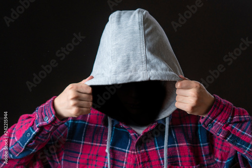 Fotografía  faceless incognito man wear hood on dark background isolated b
