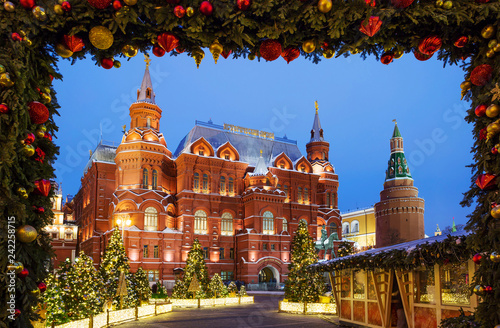 Staande foto Aziatische Plekken Moscow, Russia, Manezhnaya square. New Year and Christmas. Manezh square in Moscow was decorated with Christmas tree and decorative designs.
