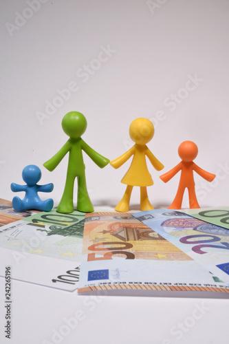 famille famillial parent enfant argent euro Wallpaper Mural