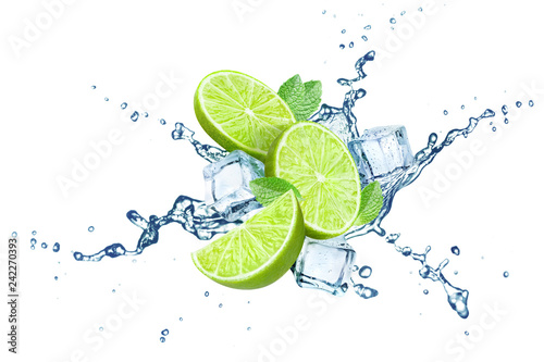 Fotomural Fresh limes, mint leaves, ice cubes and water splashes, isolated on white backgr