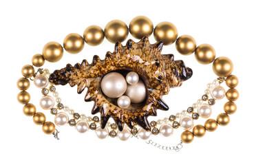 biżuteria z muszli morskiej z perłowym naszyjnikiem