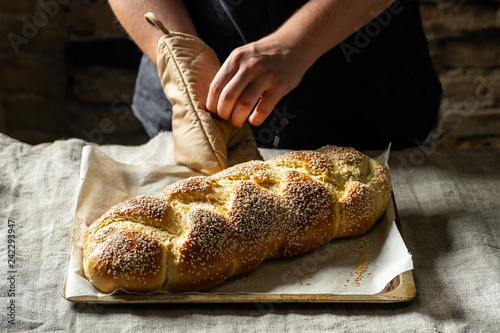 Photo  Raw challah traditional jewish bread covered with linen towel