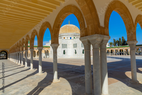 Poster Historisch geb. Mausoleum of Habib Bourgiba, the first President of the Republic of Tunisia. Monastir