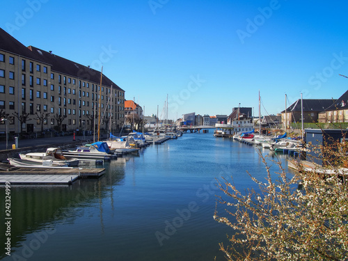 Photo  View of the contemporary architecture and water canals of the Christianshavn dis