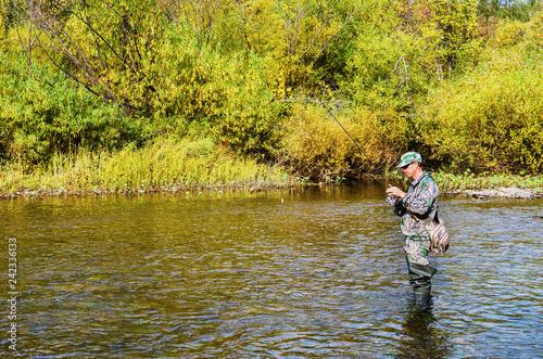 Fotobehang Vissen Autumn fishing on a small river