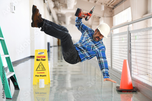 Obraz Contruction worker falling - fototapety do salonu
