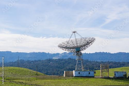 Fotografie, Tablou  Large telecommunications antenna, California