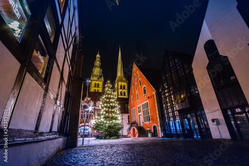 Weihnachtsbeleuchtung Bunt.Lemgo Marktplatz Alte Post Nacht Lichter Langzeitbelichtung Lippe