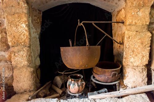 Fotografie, Obraz  Bodegón cántaro tijeras cestos perolo cazuelas potajes bodega antiguo castillo n