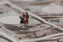 お金と男女のミニチュア