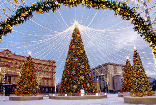Foto op Aluminium Aziatische Plekken Moscow, Russia, Christmas tree on Lubyanka square. New Year and Christmas. Lubyanka square in Moscow was decorated with Christmas tree and decorative designs.