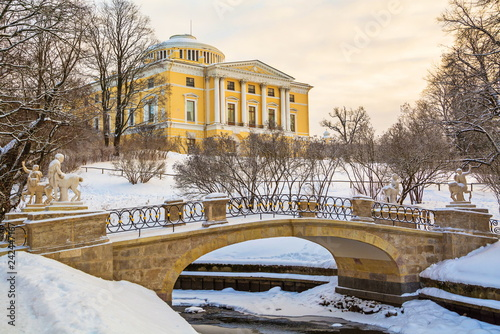 Spoed Foto op Canvas Historisch geb. Winter evening in Pavlovsk park in St. Petersburg