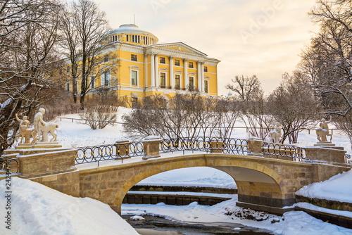 Deurstickers Historisch geb. Winter evening in Pavlovsk park in St. Petersburg