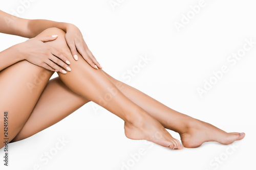 Photo Young woman touching silky skin on her legs