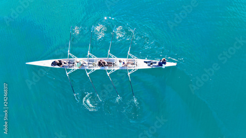 Fotografia Aerial drone bird's eye top view of sport canoe operated by team of young women