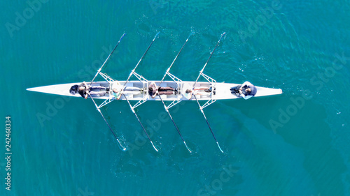 Foto Aerial drone top down view of sport canoe operated by team of young women in eme