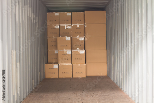 The cartons with loading into of container Slika na platnu