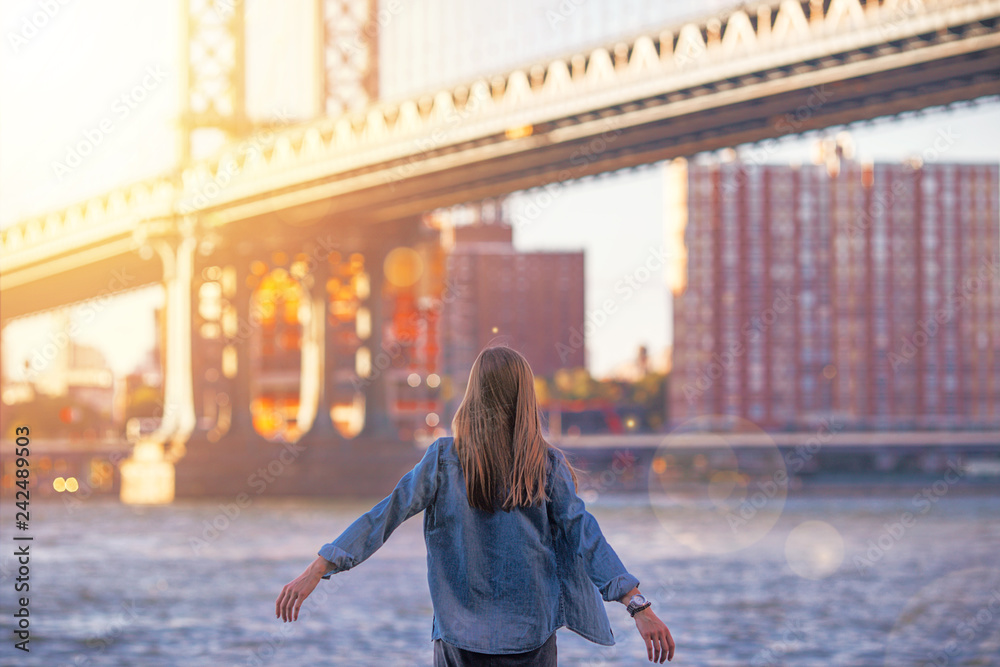 Fototapety, obrazy: Woman standing near the river in New York, Brooklyn Bridge. - Image