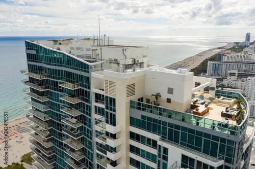 obraz dibond Aerial image of the Setai Condominium Miami Beach rooftop lounge and pool