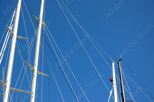 Valokuva Masts of sailing boats, with a spreader, shrouds