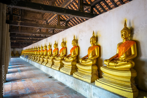 Keuken foto achterwand Asia land Gold Buddha statues, Wat Phutthaisawan temple, Ayutthaya, Thailand