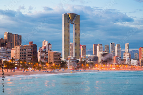 In de dag Europese Plekken benidorm cityscape night