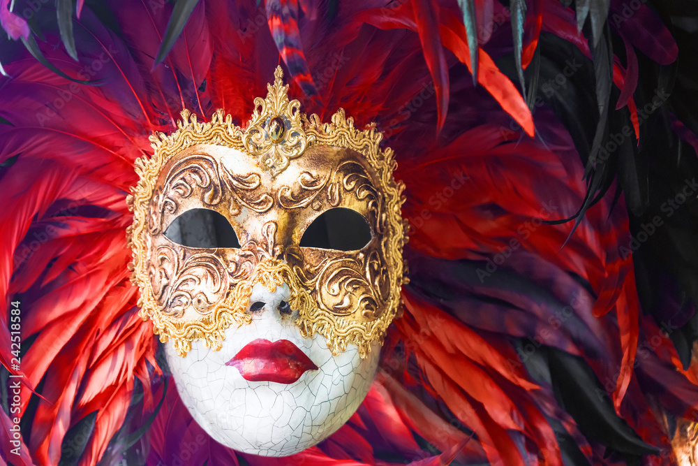 Fototapety, obrazy: Venetian masks decorated with feathers