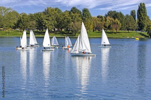 Staande foto Zeilen The small sailing ships regatta on the blue lake