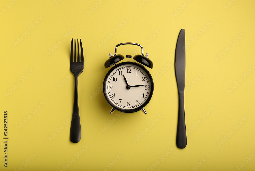 Fototapety, obrazy: Alarm clock and cutlery on color background. Diet concept